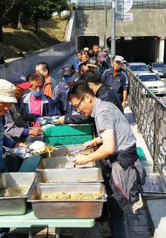 Cuộc sống khốn khổ của những người già nghèo đói tại Hàn Quốc