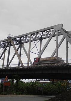 Từ 21/8, ô tô từ 7 chỗ trở xuống được lưu thông qua cầu Việt Trì