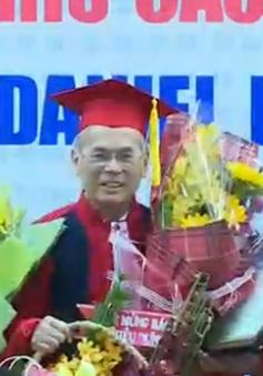 Phong hàm giáo sư cho bác sĩ Daniel Trương