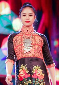 """Áo dài Việt """"du ngoạn"""" thế giới"""