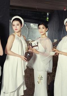 Dàn Hoa hậu, Á hậu đẹp mê đắm với áo yếm