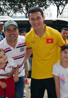 ĐT Futsal Việt Nam rạng rỡ đi shopping sau khi vượt qua vòng bảng World Cup
