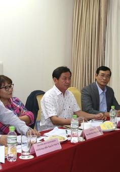 Phó Tổng Giám đốc Đài THVN thăm các giám khảo chấm thi tại LHTHTQ lần thứ 36