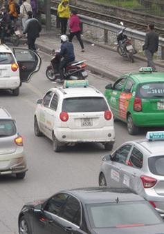 Taxi Hà Nội sẽ phải trang bị phần mềm kết nối vận tải như Grab và Uber