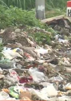 Sơn Tây: Ùn ứ hàng nghìn tấn rác do người dân chặn xe chuyên chở
