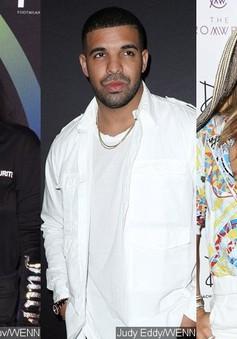 Rihanna không vui khi tình cũ cặp kè với Jennifer Lopez