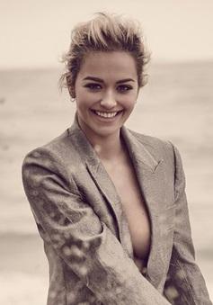Host mới của America's Next Top Model gợi cảm trên bãi biển
