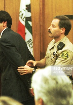 """""""Người Sắt"""" Robert Downey Jr. từng nghiện ngập, tù tội"""