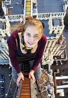 Thách thức độ cao, cô gái này sẵn sàng chụp ảnh ở những điểm thót tim!
