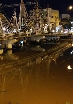 Chưa trục vớt được sà lan bị chìm trên sông Maspéro ở Sóc Trăng