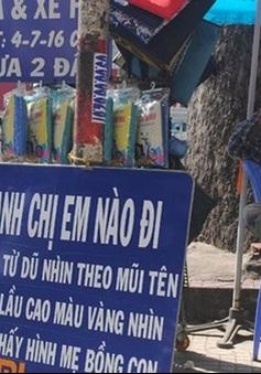 Tấm biển chỉ đường, bình nước miễn phí của người đàn ông nghèo không biết chữ