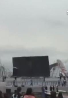 Sập sân khấu nổi, quảng trường Vĩnh Phúc náo loạn