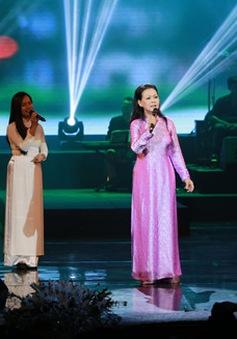 """Danh ca Khánh Ly """"Nhớ mùa thu Hà Nội"""" khiến khán giả thủ đô bâng khuâng cảm xúc"""