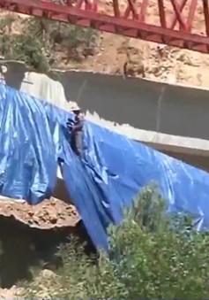 Sập 3 dầm cầu  dự án cao tốc La Sơn - Túy Loan