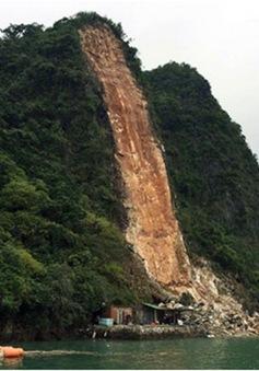 Quảng Ninh: Sạt lở núi đá, 3 người bị vùi lấp