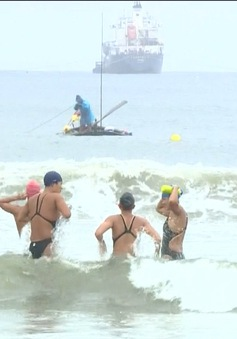 Sóng biển - khó khăn lớn nhất của bơi đường dài