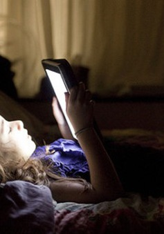 Sử dụng điện thoại vào ban đêm gây mù tạm thời