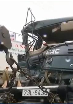 Bình Phước: Xe đầu kéo lao vào quán cơm, 2 người bị thương