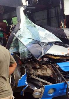 Vụ xe tải cứu xe khách trên đèo Bảo Lộc: Phạt xe khách 10,5 triệu đồng