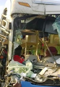 Quảng Ngãi: Xe khách đâm ô tô tải trên QL1A, 9 người bị thương