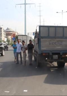 TP.HCM: Ba xe hư hỏng sau vụ va chạm liên hoàn trên đại lộ Phạm Văn Đồng