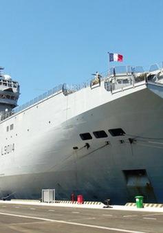 Tàu hải quân Pháp cập cảng quốc tế Cam Ranh