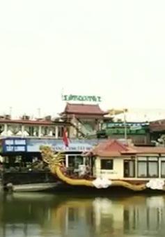 Chậm trễ di chuyển các phương tiện tàu thủy ở Hồ Tây