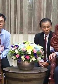 Tổng Bí thư Nguyễn Phú Trọng thăm các đồng chí lão thành cách mạng Lào
