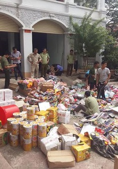 Tiêu hủy hơn 2 tấn hàng hóa và đồ chơi bạo lực