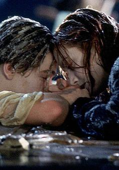 """""""Sốc"""" với sự thật đằng sau cảnh quay kinh điển trong Titanic"""