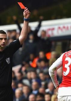 Cận cảnh tình huống Coquelin nhận thẻ đỏ khiến Arsenal sụp đổ