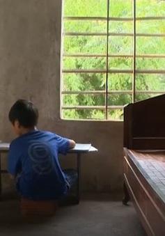 Năm học mới khó khăn của con em ngư dân Quảng Bình