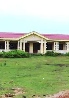 Nghịch lý trường học bỏ hoang, học sinh đi học xa 7-8 km