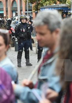 Pháp: Giao thông đường sắt tê liệt do đình công
