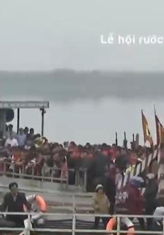 """""""Hết hồn"""" với vận tải đường thủy ở các lễ hội đầu năm"""