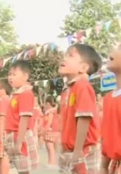 Khi trẻ mầm non hát Quốc ca...