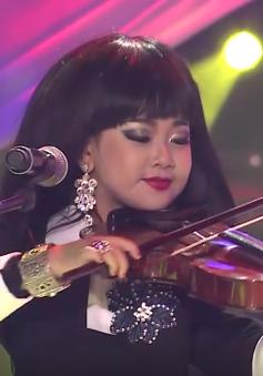 """Gương mặt thân quen nhí: Nhã Phương """"nhái"""" trổ tài chơi đàn violin"""