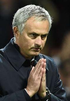 Mải mê ca ngợi Man Utd, Mourinho quên cả... bảng chữ cái