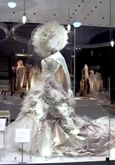 Trang phục cưới xuất hiện từ khi nào?