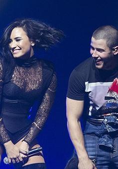 Chia tay bạn trai, Demi Lovato tận hưởng cuộc sống tự do bên Nick Jonas