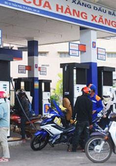 Giá xăng bật tăng lên mức 16.845 đồng/lít