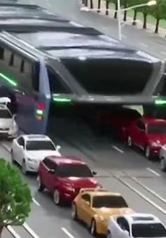 Trung Quốc thử nghiệm xe bus dạng hầm đầu tiên