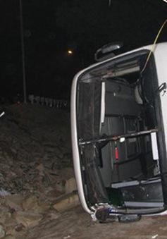 Quảng Ninh: Xe chở 34 người đi lễ lao xuống vực, nhiều người bị thương