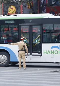 Hà Nội thí điểm đi xe bus nhanh bằng vé điện tử