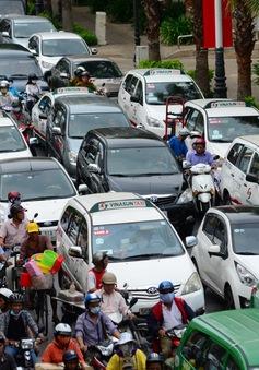 """Xử lý, tịch thu 21.000 xe ô tô """"hết đát"""" lưu thông trên đường"""