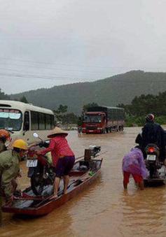 Chùm ảnh: Hà Tĩnh ngập nặng, hơn 14.000 học sinh miền núi chưa thể đến trường