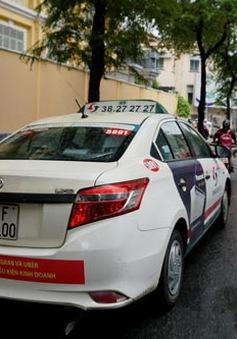 """Nhiều câu hỏi đằng sau câu chuyện taxi truyền thống """"bêu xấu"""" Grab, Uber"""