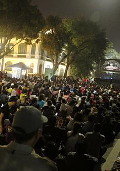Khán giả Thủ đô đắm mình trong không gian âm nhạc tại phố đi bộ