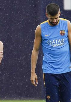 """Messi và Pique """"nổi đóa"""" vì Barcelona muốn mua người từ... Trung Quốc"""