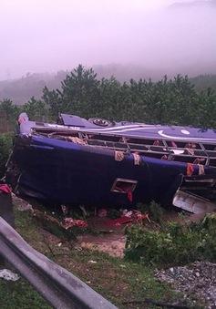 Quảng Nam: Liên tiếp xảy ra 2 vụ lật xe tải trên đường ven biển 129